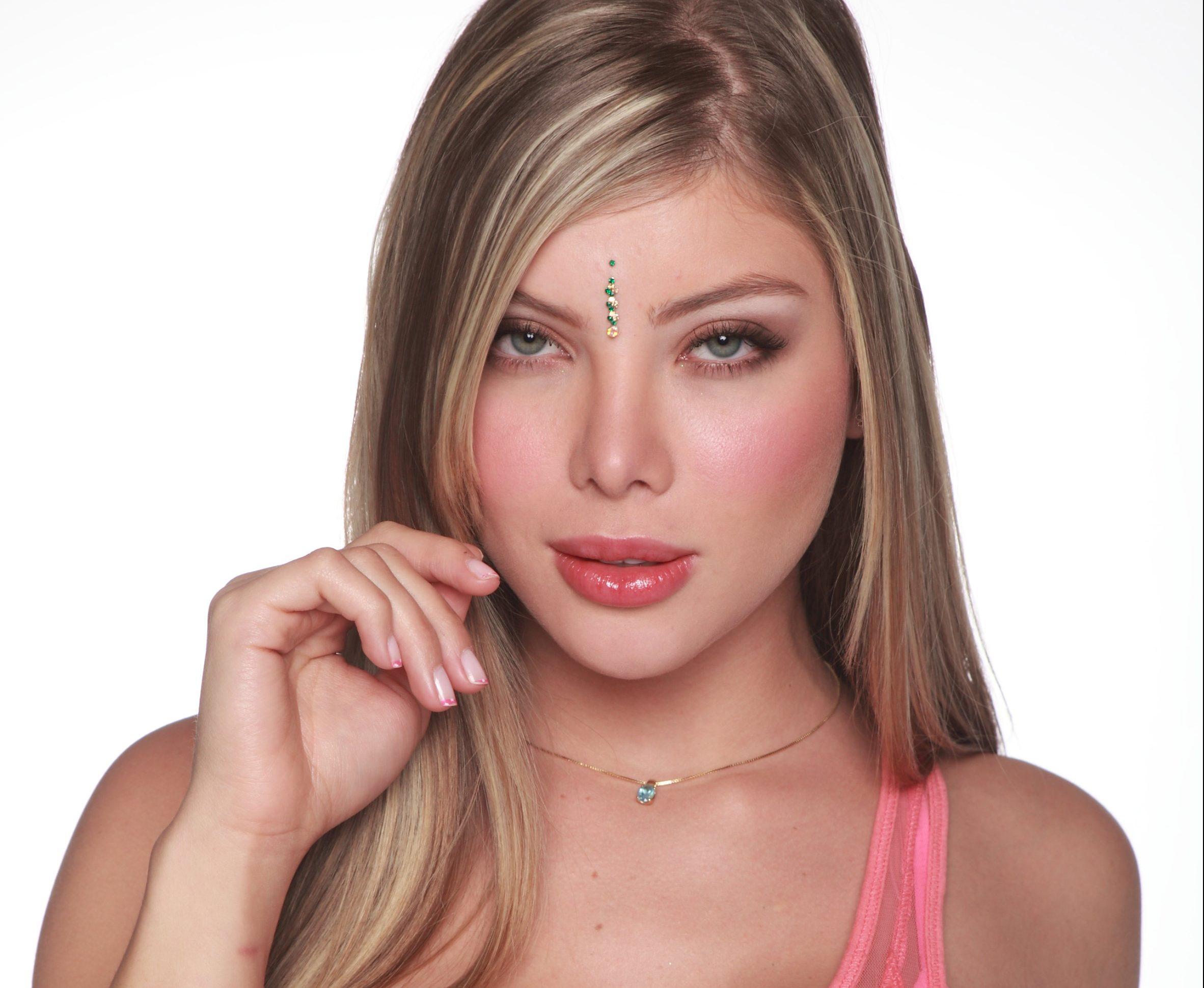 La máscara para los cabellos del aceite de bardana y la vitamina y y e