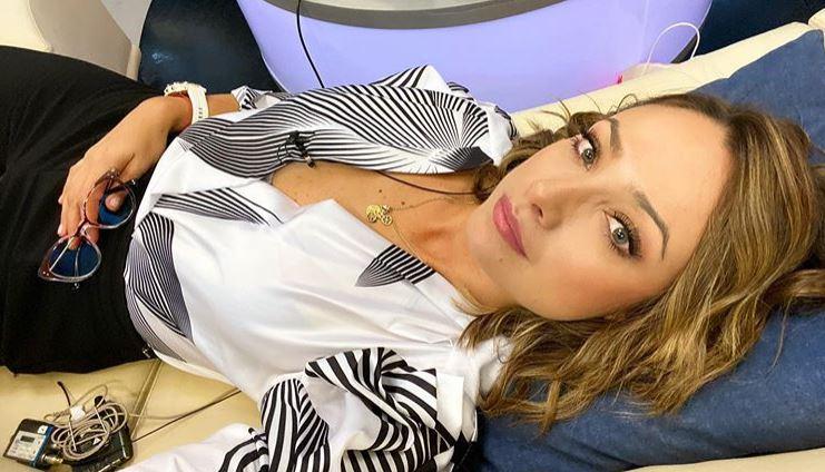 Los sensuales escotes de Mónica Jaramillo que encienden las redes sociales