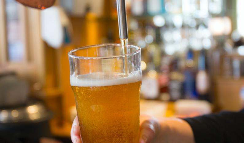 ¡Cerveza gratis para todos los que cumplan años en marzo y mayo!
