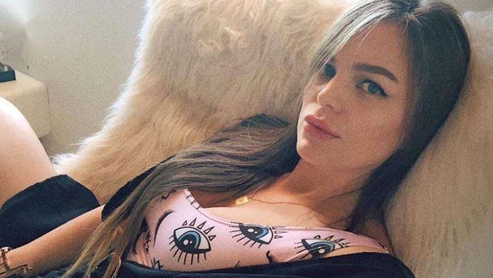 Verónica Giraldo, hermana de Karol G, enciende las redes con una fotografía en ropa interior