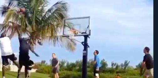 Michael Jordan jugando baloncesto