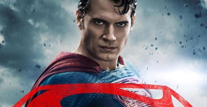 Usuarios se burlan de 'Superman' tratando de armar un PC 'gaming'