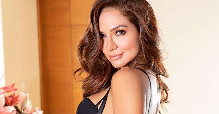 Kimberly Reyes cantando Tusa