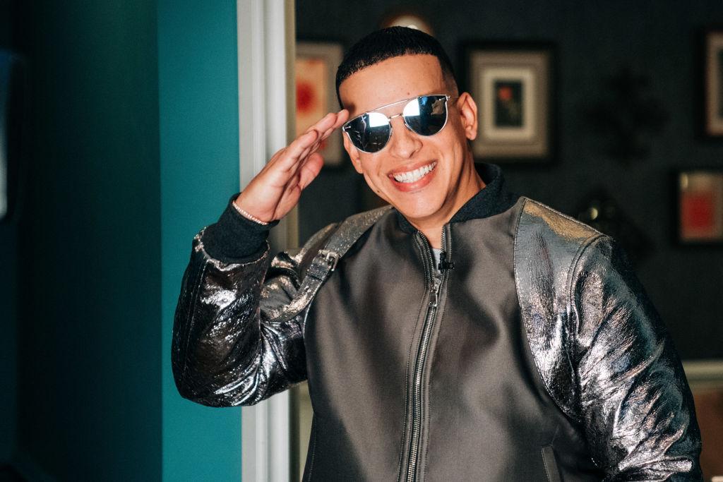 Daddy Yankee muestra su cambio físico con levantamiento de pesas