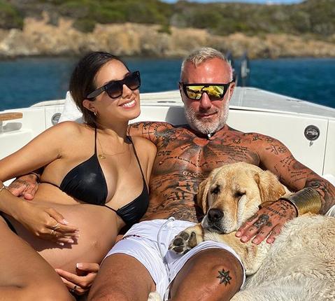 ¿Gianluca Vacchi se pone la ropa de su novia?