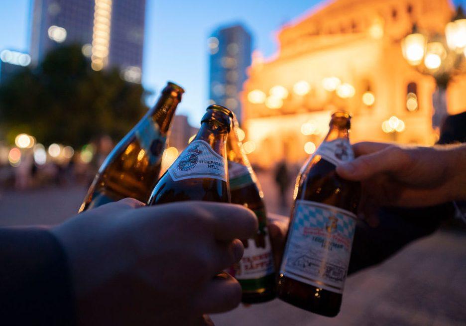 ¿Lo sabías? Tres formas de destapar una cerveza con utensilios caseros