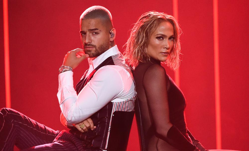 """""""¡Ardiente!"""": así califican la presentación de Maluma y JLo en los American Music Awards"""