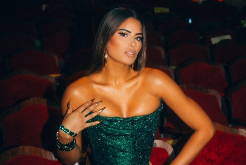 En plena transmisión en vivo, a Ariadna Gutiérrez se le subió la blusa y dejó sus senos al descubierto