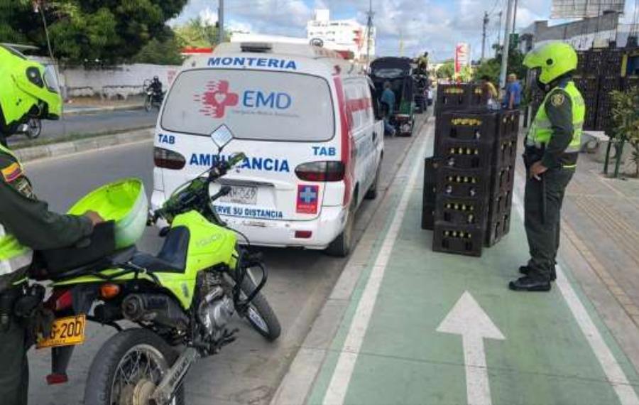 No es inocentada: hallaron una ambulancia que transportaba petacos de cerveza