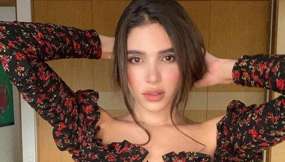 Mara Cifuentes enciende la red por apasionado beso con otra mujer