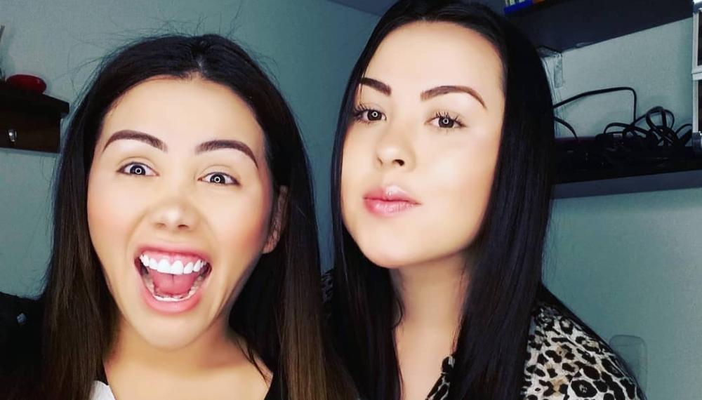 Yina Calderón y su hermana Juliana