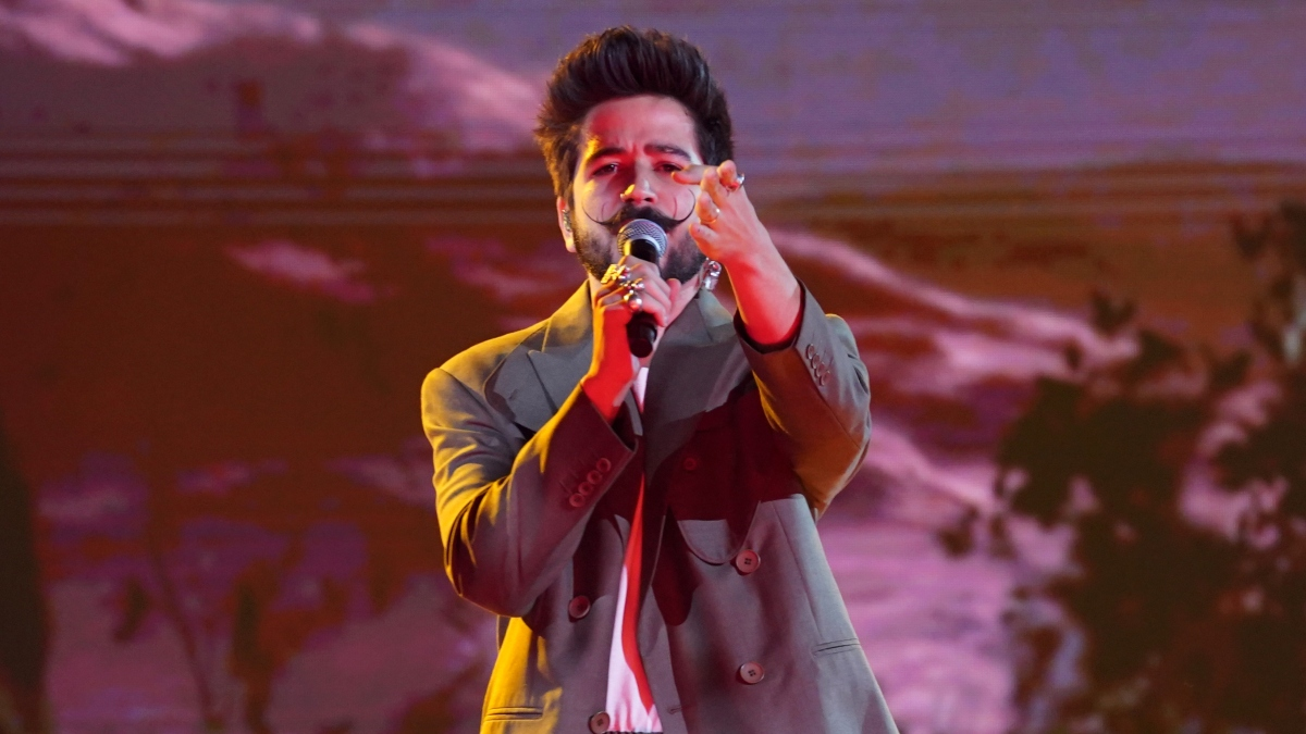 Camilo anuCamilo se manifiesta sobre la situación en Colombiancia gira de conciertos Mis Manos
