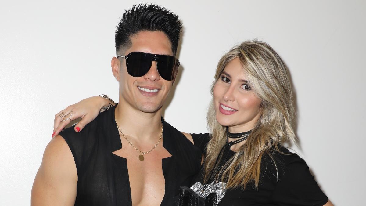 Chyno Miranda y Natasha Araos en el backstage del Mix Live! Miami, 2018