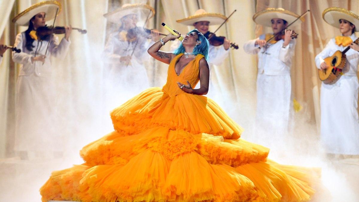 Karol G es criticada por cantar con Mariachis